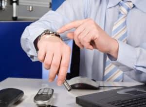 Um eine fondsgebundene Lebensversicherung kündigen zu können, müssen Sie bestimmte Kündigungsfristen einhalten.
