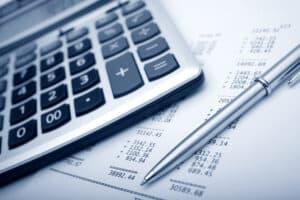 Für eine fondsgebundene Lebensversicherung und deren Rückkauf fallen hohe Verwaltungsgebühren an.