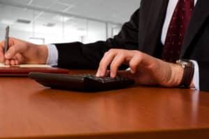 Ihr Versicherer berechnet bei einer Kündigung Ihrer Lebensversicherung den genauen Rückkaufswert.