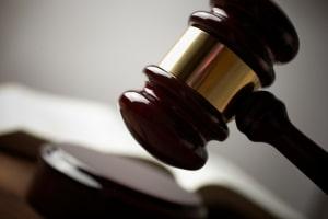 Streit hinsichtlich der Lebensversicherung mit den Erben muss oft vor Gericht geklärt werden.