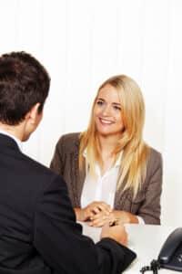 Bevor Sie für Ihre Lebensversicherung eine Kündigung in Betracht ziehen, sollten Sie ein Beratungsgespräch machen.