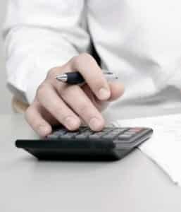 Das Bundesfinanzministerium prüft den Garantiezins für Lebensversicherungen.