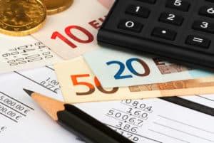 Sie können die Rente beleihen, sollte sich aber vorher ausreichend informieren.