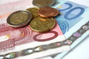 Sich die Rentenversicherung auszahlen zu lassen ist als Einmalzahlung oder monatlich möglich.